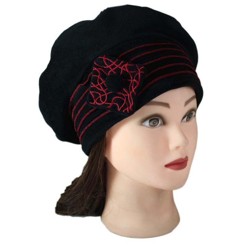 beret femme en velours doubl polaire coloris noir et surpiq res de couleur rouge pom 39 grignote. Black Bedroom Furniture Sets. Home Design Ideas