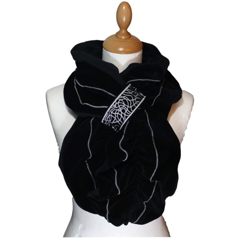 echarpe femme en velours et polaire coloris noir et surpiq res de couleur gris argent pom. Black Bedroom Furniture Sets. Home Design Ideas